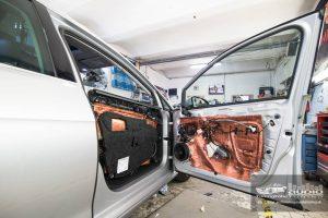 VW GOLF VÝMENA REPRODUKTOROV AUDISON + TLMENIE EVOTEC DRARTEX