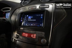 Ford Mondeo MK4 multimedia autoradio Pioneer AVH-G220BT