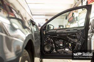 tlmenie predných dverí VW Passat